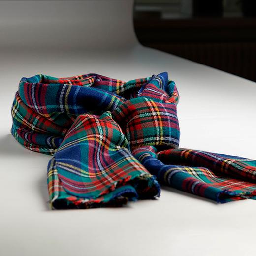 Blåt skotskternet sjal i cashmere/silke