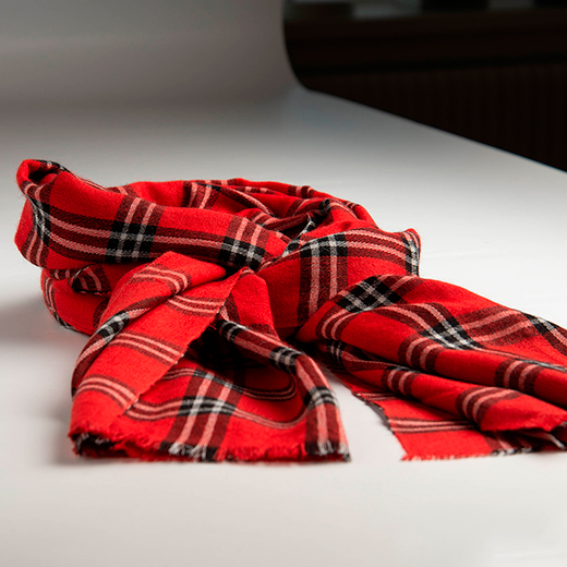 Rødt skotskternet sjal i cashmere/silke