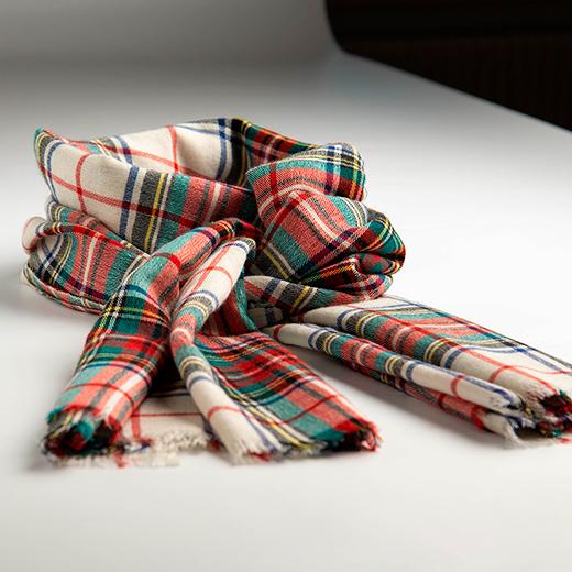 Hvidt skotskternet sjal i cashmere/silke